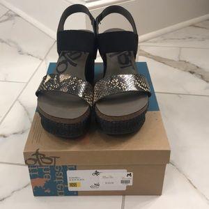 Never worn OTBT platform animal print sandals